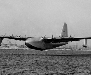 Hughes-H-4-Hercules-Spruce-Goose-In-Flight